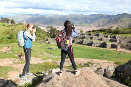 Erika and Lucie take aim at Saqsaywaman. (Photo: J.Lambert)
