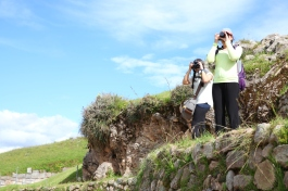 Genna and Sophie take aim at Saqsaywaman. (Photo: J.Lambert)